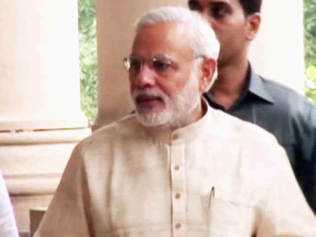 Video : खबरों की खबर : दादरी कांड पर आखिरकार टूटी पीएम मोदी की चुप्पी, उठे नए सवाल