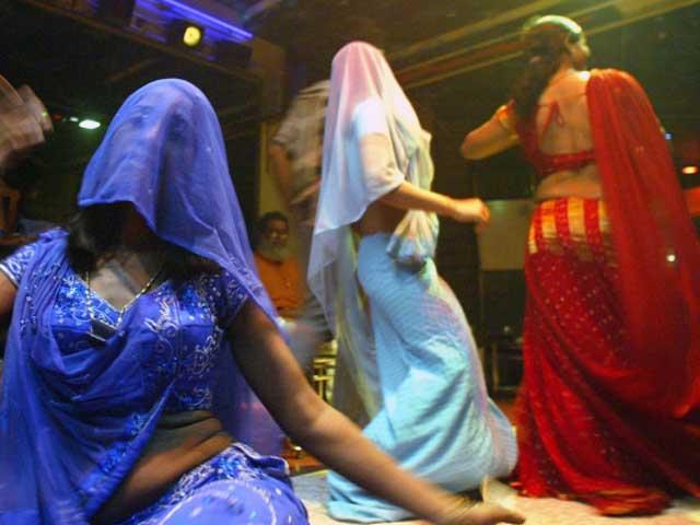 Videos : महाराष्ट्र में डांस बार से पाबंदी हटी, टकराव के मूड में बार मालिक