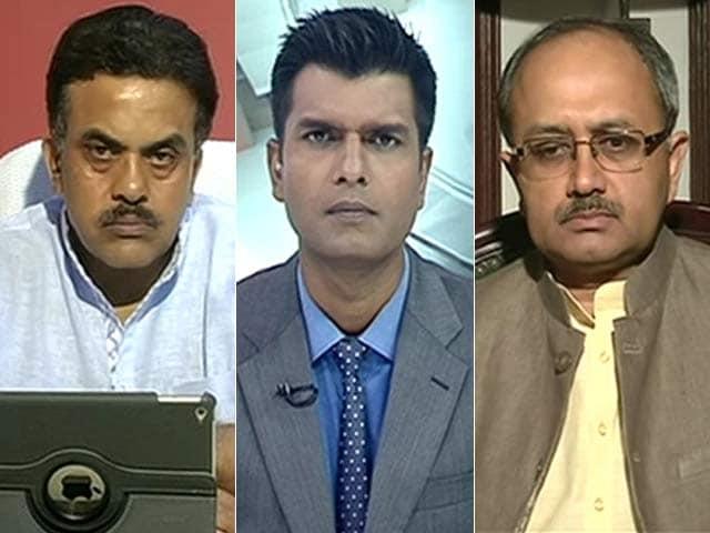 Videos : न्यूज प्वाइंट : साहित्यकार और सरकार आमने सामने
