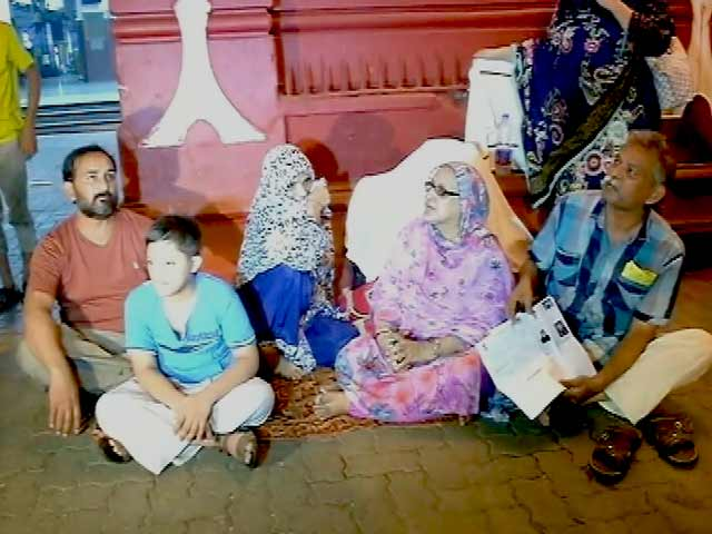 Video : Mumbai's Hotels Have No Rooms for This Pakistani Family