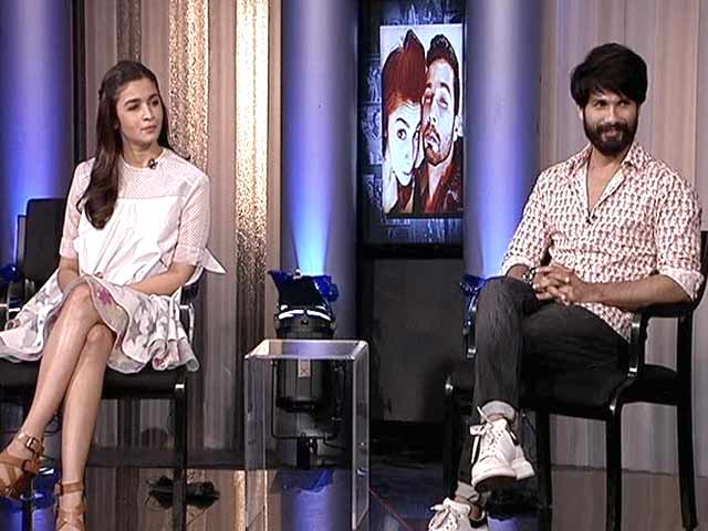 Video : Shahid Kapoor is 'Controlled' by Mira