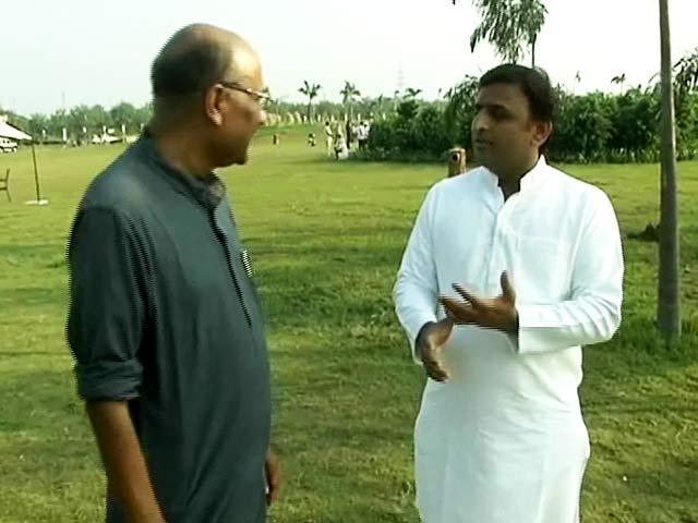Videos : बीजेपी के लोग गाय को लेकर अफवाह फैला रहे हैं : अखिलेश यादव