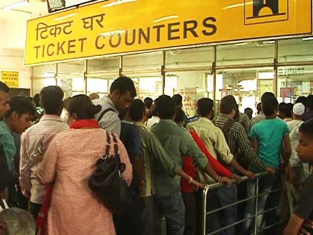 Video : त्योहारों के मौसम में रेलवे ने चलाई सुविधा ट्रेन, लेकिन टिकट चार गुनी कीमत पर