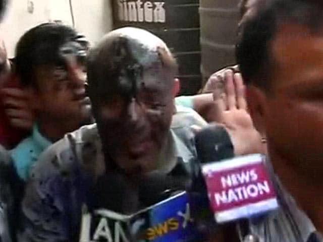 Video : J&K Lawmaker Engineer Rashid Attacked With Black Ink in Delhi