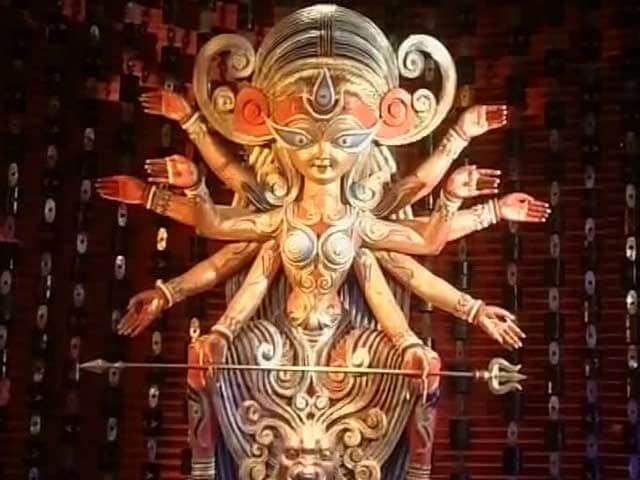 Video : This Durga Puja Pandal in Kolkata Celebrates Communal Harmony