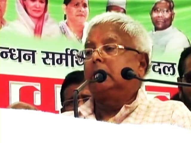 Video : नालंदा रैली में अपने अलग अंदाज में दिखे लालू, पीएम मोदी को खूब लताड़ा
