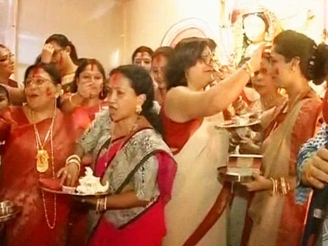 Video : Goddess to Stay Longer in Kolkata, As Departure Dates Differ