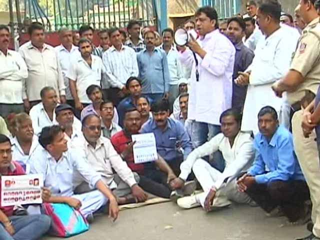 Video : Delhi Sanitation Workers Call Off Strike Amid Rift Amongst Union Leaders