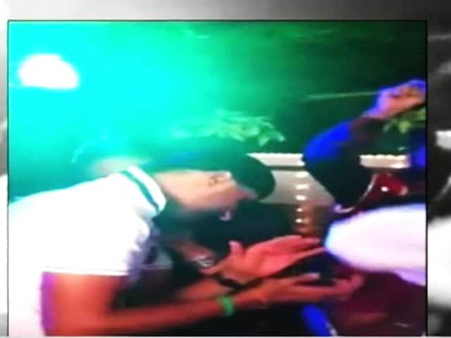 Videos : गीता बसरा के हाथों में लगी मेहंदी, जमकर थिरके हरभजन