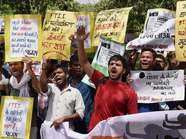 Video : जारी है एफटीआईआई का महाभारत! हड़ताल ख़त्म, विरोध जारी...