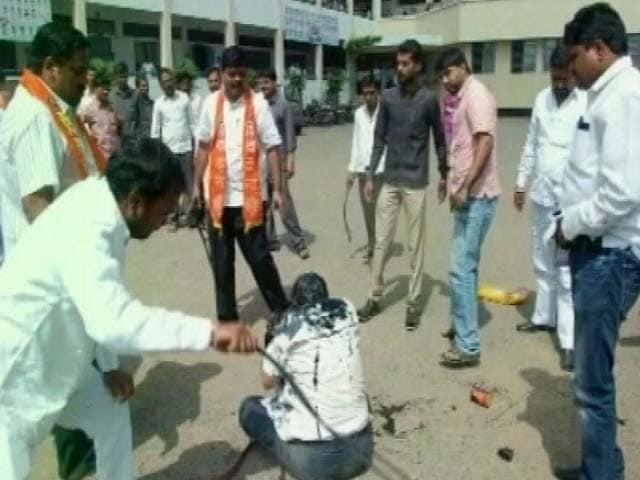 Video : Shiv Sena Workers Attack RTI Activist With Iron Rod, Blacken His Face
