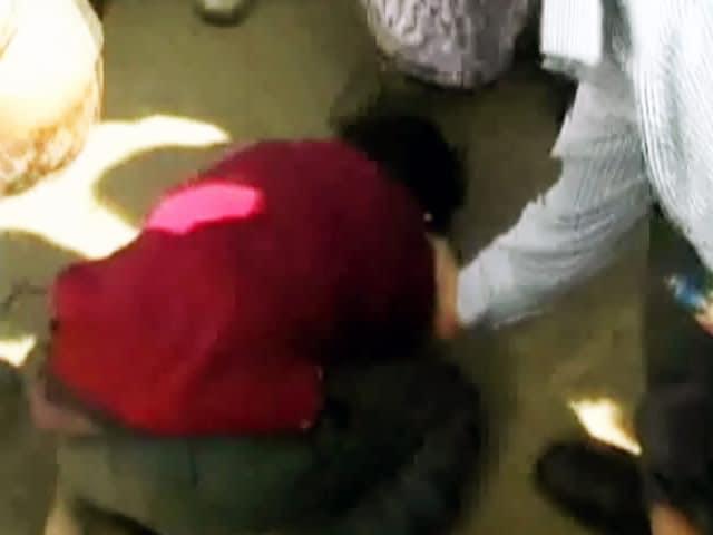 Video : मध्य प्रदेश की मंत्री ने 14 साल के बच्चे को मारी लात, घटना कैमरे में कैद
