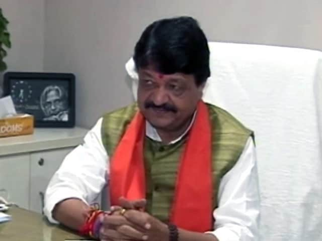 Video : शाहरुख पर कैलाश के बयान की हुई आलोचना,  दिग्विजय का पीएम पर निशाना