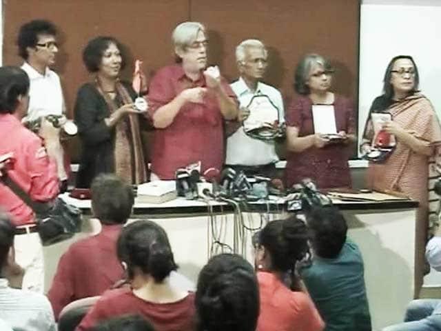 Video : 24 Filmmakers Including Kundan Shah, Saeed Mirza Return National Awards