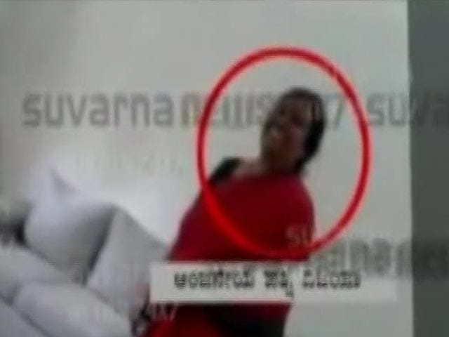 Video : Karnataka Minister's Wife Caught in 'Sting' Allegedly Accepting Bribe