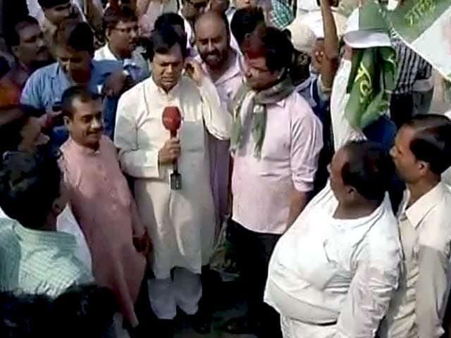Videos : बिहार चुनाव में जीत, महागठबंधन खेमे में जश्न