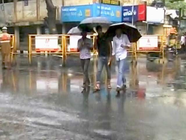 Video : No Cyclone Threat But Heavy Rain Slows Chennai