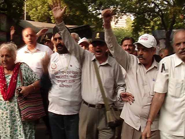 Video : Ex-Servicemen Launch Protest Against One Rank One Pension Notification