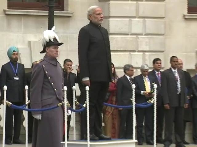 Video : Guard of Honour for PM Modi in London