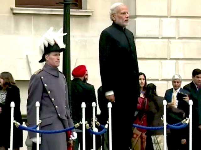 Video : लंदन : पीएम मोदी का डेविड कैमरन ने गार्ड ऑफ ऑनर से किया स्वागत