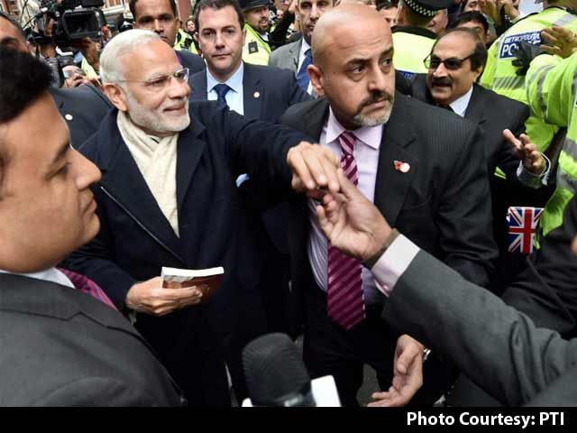 Video : PM Modi Lands in UK: Curry Crisis and Yoga Diplomacy