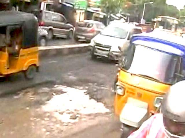 Video : Chennai Roads Riddled With Potholes After 4 Days of Heavy Rain