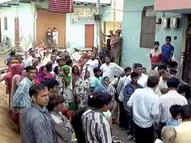 Videos : पश्चिमी दिल्ली में नाबालिग के साथ रेप की आशंका, भाई की जान ली