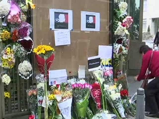 Video : John Lennon And Emily Dickinson: How Paris Mourns