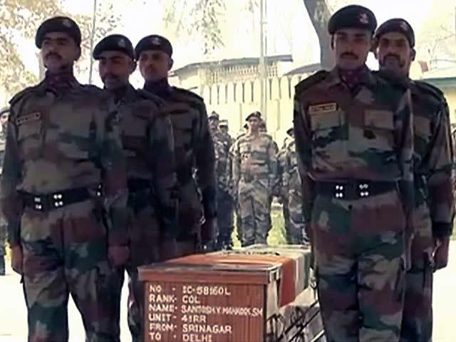 Videos : श्रीनगर : शहीद कर्नल संतोष महादिक को सेना ने दी श्रद्धांजलि