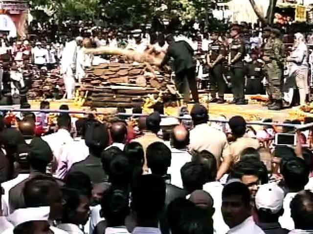 Videos : कर्नल संतोष महादिक को अंतिम विदाई, रक्षामंत्री ने भी दी श्रद्धांजलि