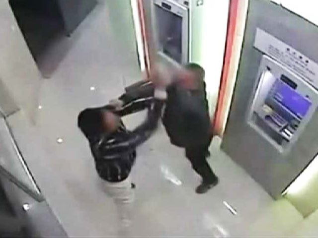 "Video : Man Beats ""Robber"" at an ATM Machine in China"