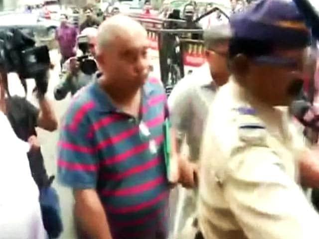 Videos : शीना बोरा हत्याकांड में इंद्राणी के पति पीटर मुखर्जी गिरफ्तार
