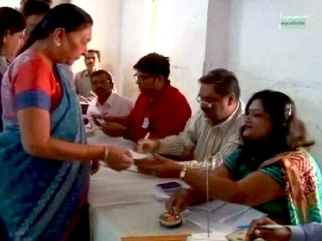 Videos : गुजरात के स्थानीय निकाय चुनाव में दांव पर सीएम की साख