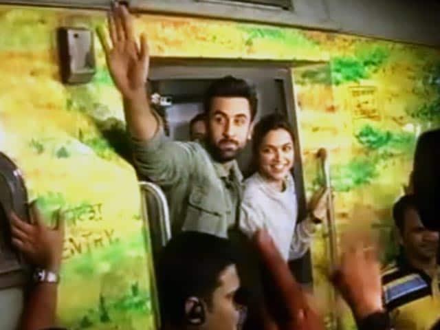 Videos : मुंबई टू दिल्ली ट्रेन के सफर में दीपिका-रणबीर का 'तमाशा'