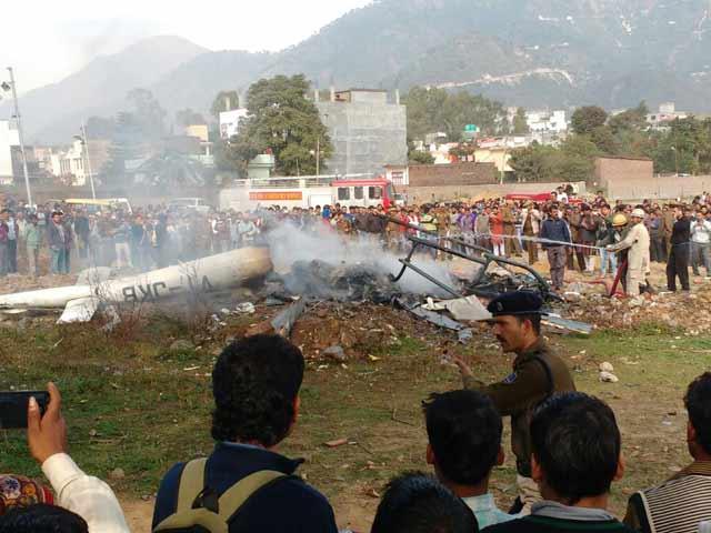 Video : वैष्णो देवी जा रहा हेलीकॉप्टर कटरा में क्रैश, पायलट समेत 7 की मौत