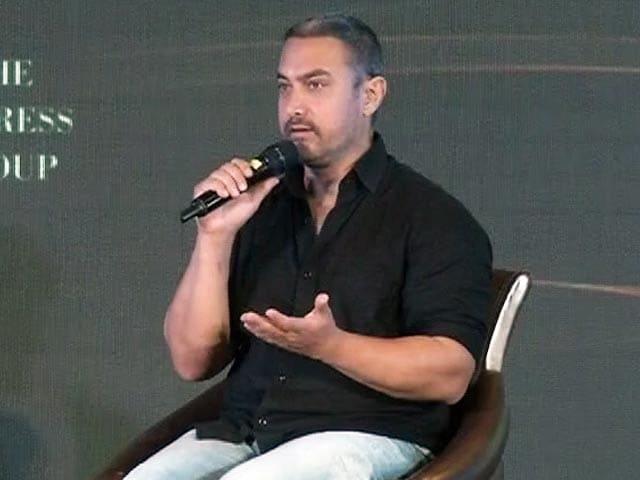Videos : असहिष्णुता पर आमिर खान ने कहा- 'पत्नी ने पूछा, देश छोड़ना होगा?'
