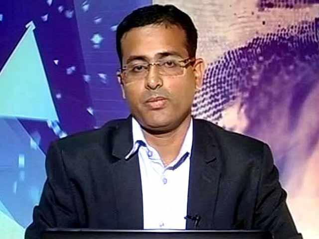 Video : Buy RCom With Stop Loss at Rs 63: Pradip Hotchandani