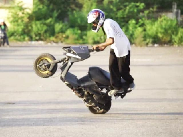 Video : These Scooter Stunts Will Stun You