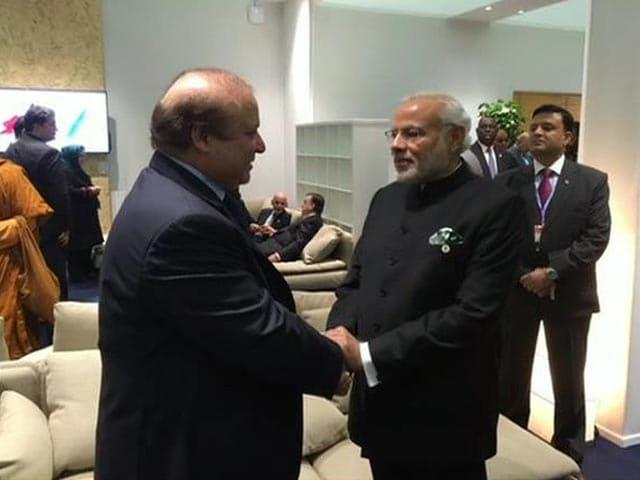 Video : 'Climate Change' in Paris? PM Modi-Nawaz Sharif Handshake Sparks Buzz