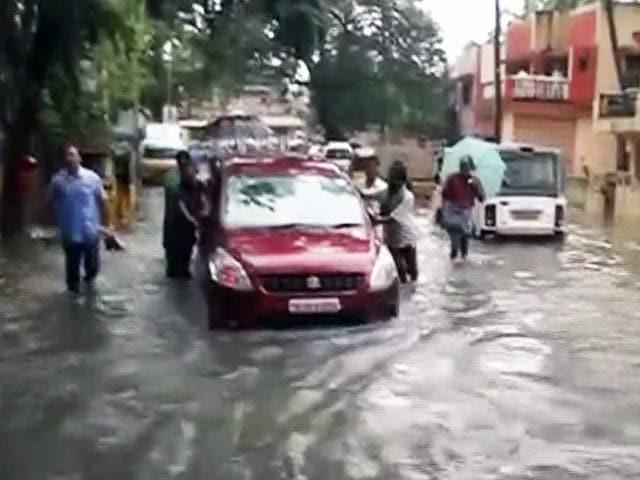 Videos : बारिश से बेहाल चेन्नई में पिछले सौ सालों का रिकॉर्ड टूटा