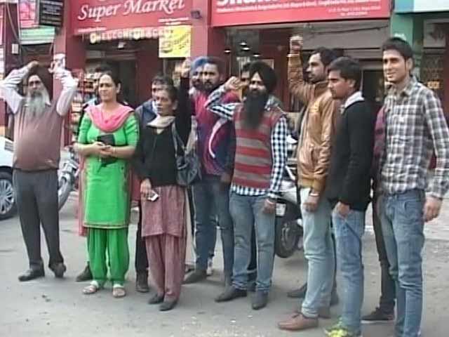 Videos : पंजाब के ग्रामीणों को चढ़ा विदेश जाने का बुखार!