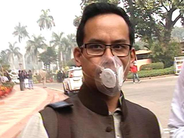 Video : Attending Parliament in Mask, This Lawmaker Makes a Statement