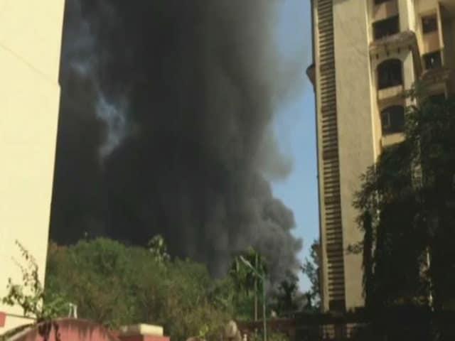 Video : मुंबई के कांदिवली इलाके में लगी भीषण आग, दो लोगों के मारे जाने की खबर