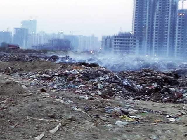 Video : Noida's Negligent Waste Disposal Uncovered