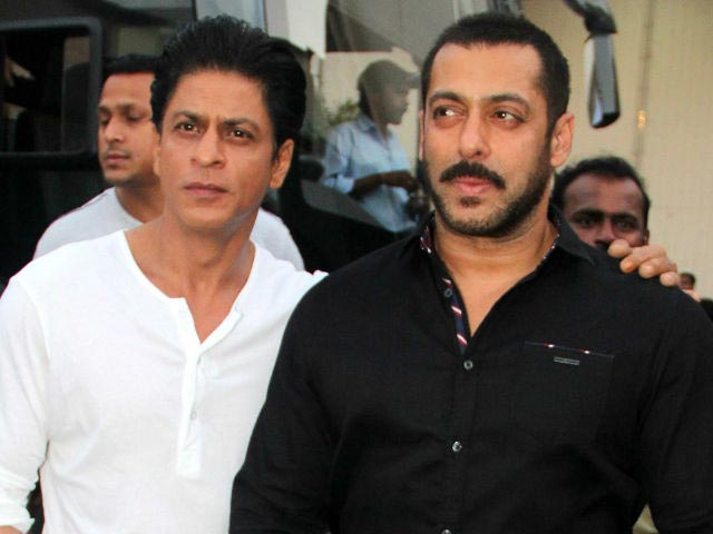 Salman, SRK's Kodak Moment on Bigg Boss Sets