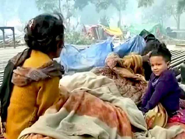 Videos : शकूर बस्ती : अतिक्रमण हटाने की कार्रवाई के दौरान बच्चे की मौत, अधिकारी सस्पेंड