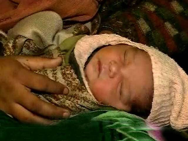 Video : कैब में पैदा हुआ बच्चा तो नाम रखा 'उबर'