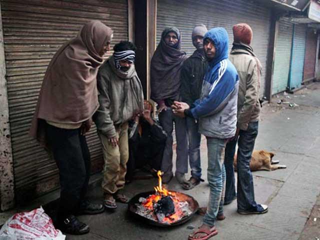 Video : दिल्ली-एनसीआर में कोहरा बढ़ा, पारा गिरा