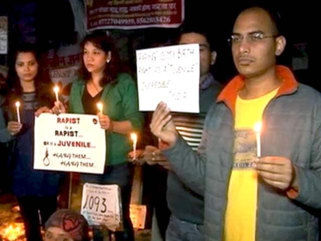 Video : इंडिया 7 बजे : निर्भया केस के नाबालिग दोषी की रिहाई के खिलाफ प्रदर्शन