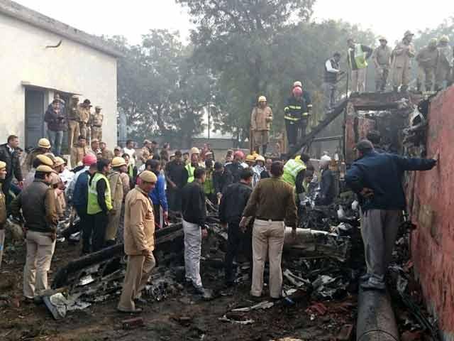 Video : दिल्ली के द्वारका में बीएसएफ का विमान दुर्घटनाग्रस्त, 10 लोगों की मौत